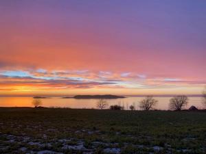Foto 10 Solnedgang over vann 30x22,5cm 8bit200dpi AdobeRGB
